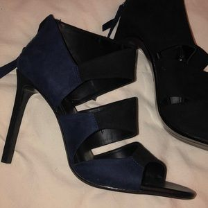 SHOES/BOOTS▫️ Zara Navy and black heels